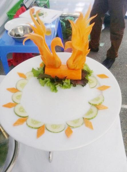 cắt tỉa thiên nga bằng cà rốt